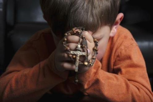 Child praying rosary.jpg