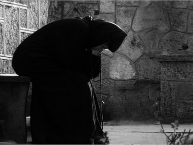 nun-praying.jpg